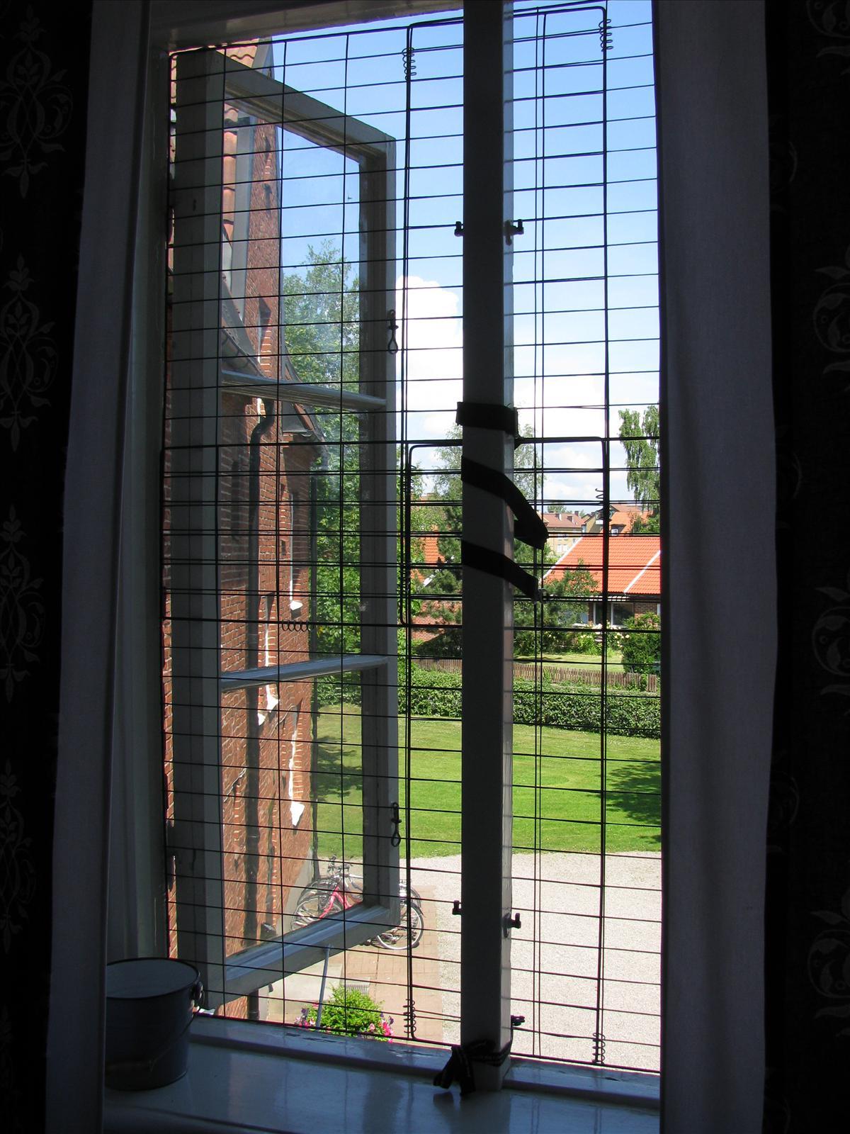Kattnät balkongdörr