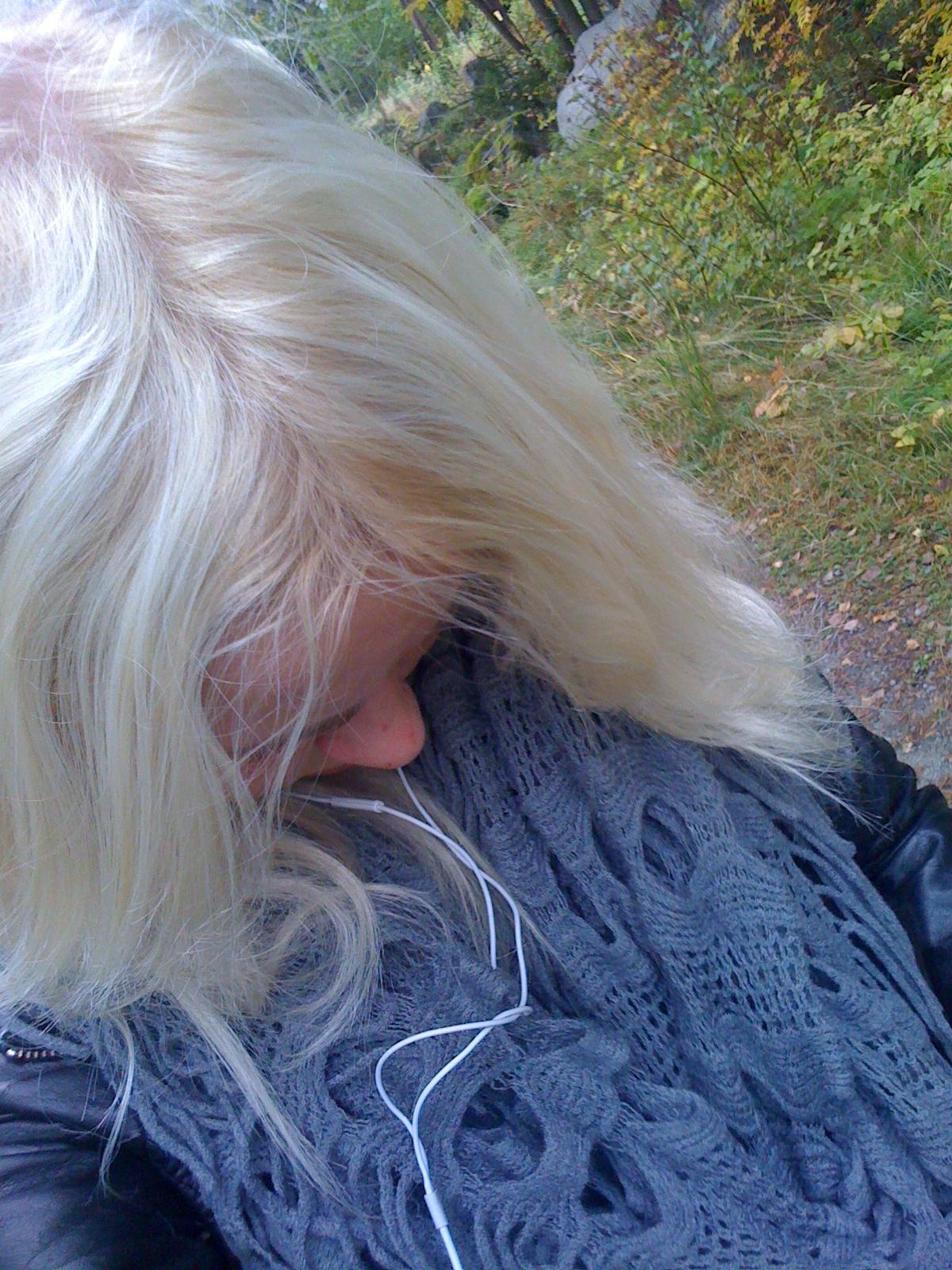 göra bruna slingor i blont hår